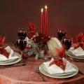 С подарками на тарелках